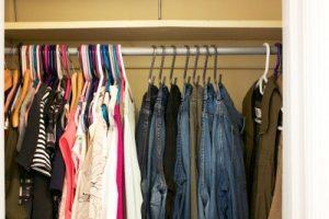Saiba a melhor forma de organizar guarda roupa Armazenamento e Prateleiras Casa e Jardim  organize