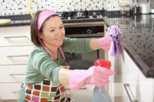 Como limpar a cozinha engordurada Casa e Jardim Serviços Domésticos  limpeza cozinha