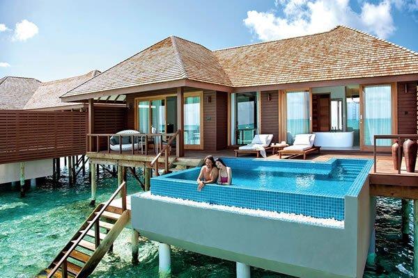 piscina acima do solo hotel paradisiaco