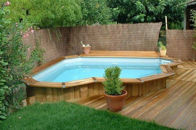 piscina de canto acima do solo